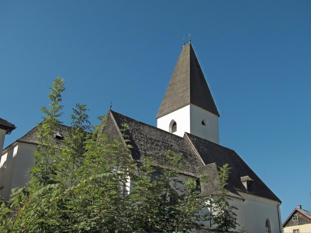 Pfarrkirche Bad Aussee vom Parkplatz an der Traun (eigenes Bild)