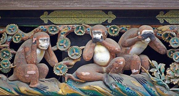 Drei Affen am Tōshō-gū Schrein, Nikkō, Japan (Bild: Wikimedia Commons, Jakub Hałun)