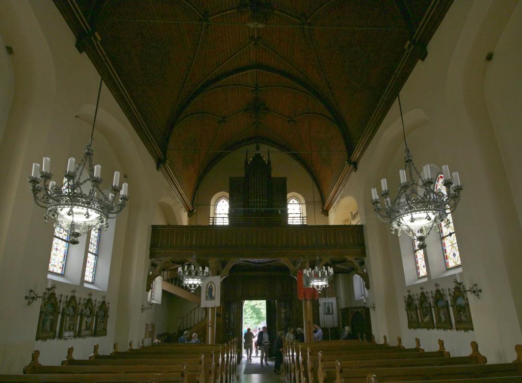 Herz-Jesu, Selzthal, Blick auf die Orgelempore (eigenes Bild)