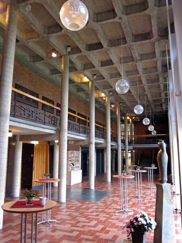 Kardinal-Hengsbach-Haus, Foyer (eigenes Bild)