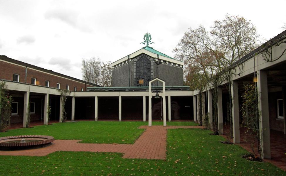 Kardinal-Hengsbach-Haus, Kreuzgang (eigenes Bild)