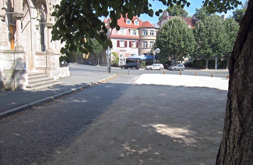 Der Kirchvorplatz von Süden (eigenes Bild)